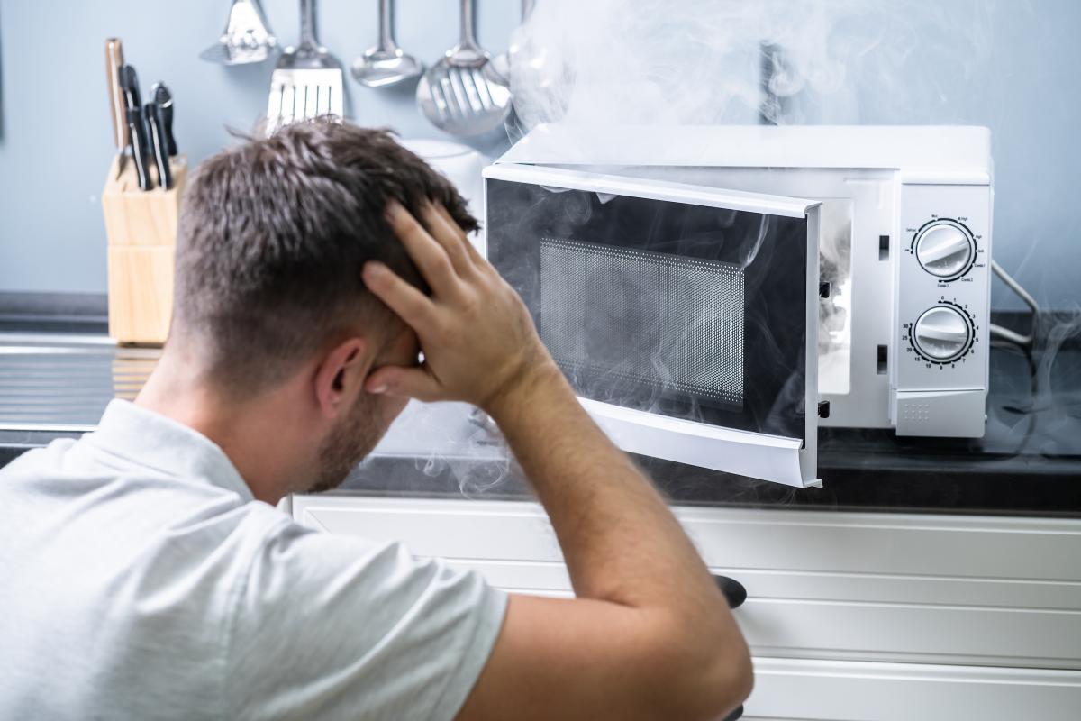 Alimentos que nunca debes recalentar en el microondas